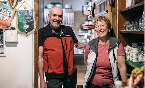 Daniele e Ginetta gestori del rifugio Bruno Boz (ph Federico Ravassard/Skialper)